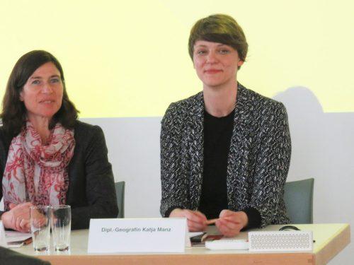 Katja Manz (rechts) bei der Vorstellung der App Industriegeschichte.